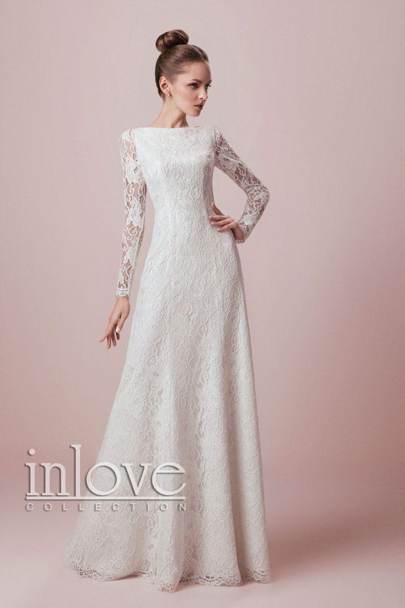 Закрытое свадебное платье с длинными кружевными рукавами и элегантной прямой юбкой.