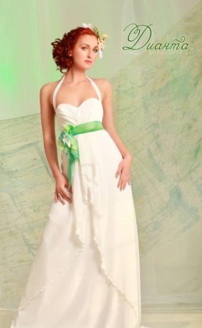 Ампирное свадебное платье с бретелью халтер и цветным поясом.