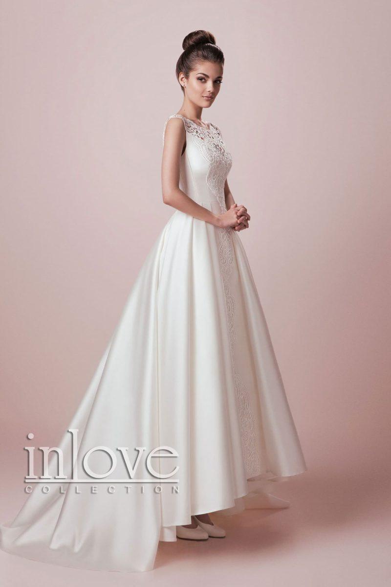 Оригинальное свадебное платье с атласной юбкой А-кроя, подол которой спереди слегка укорочен.