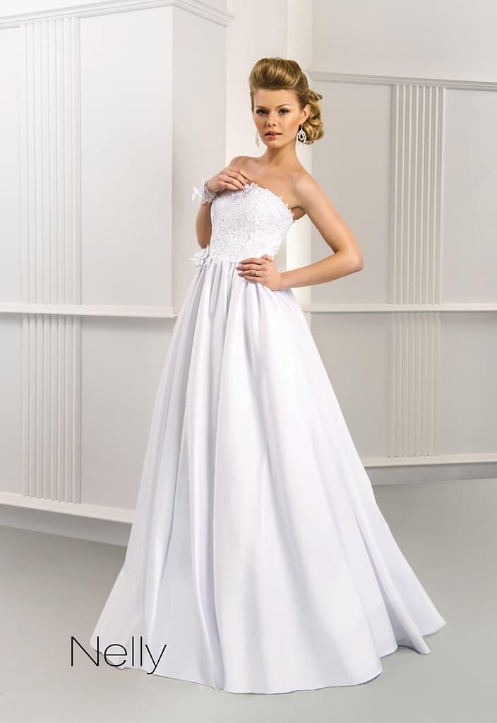 Открытое свадебное платье «принцесса» с фактурным корсетом с прямым лифом.