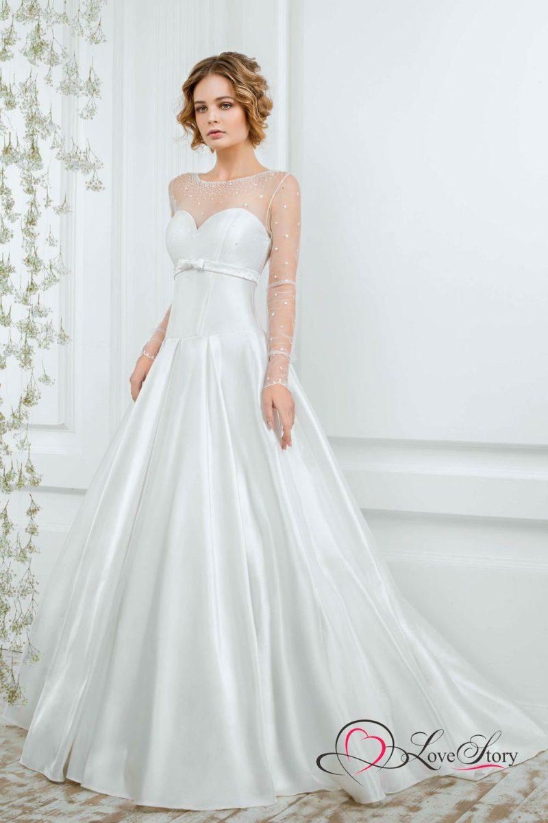 Сияющее свадебное платье «принцесса» с прозрачным рукавом в горошек.