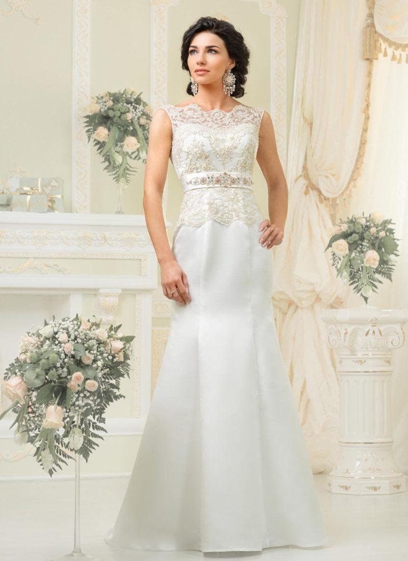 Атласное свадебное платье с кружевным лифом и юбкой «годе».