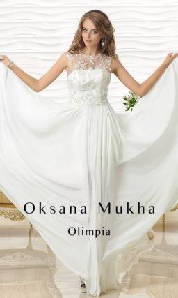 Прямое свадебное платье с лифом, покрытым прозрачной кружевной тканью.