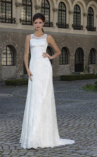Атласное свадебное платье «колонна» с кружевным  декором по всей длине.