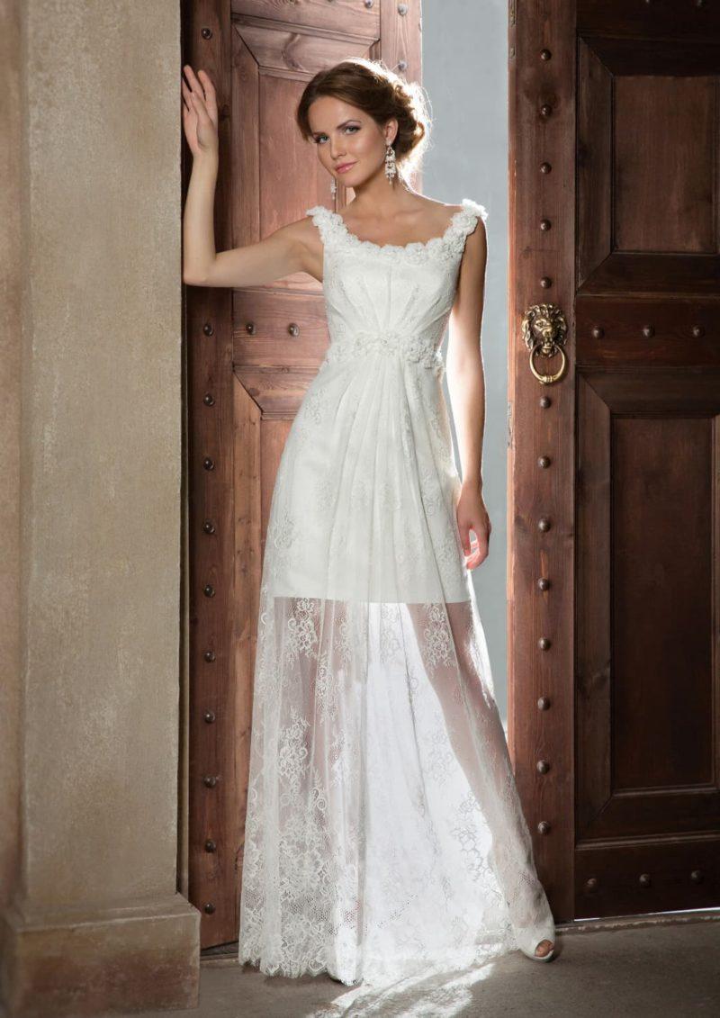 Свадебное платье с фактурным лифом и полупрозрачной прямой юбкой.