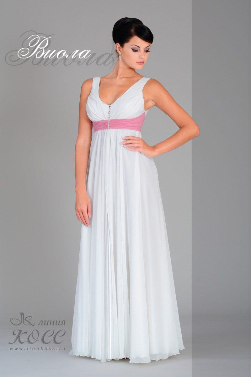 Ампирное свадебное платье с широким розовым поясом под лифом.