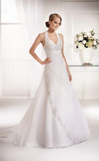Классическое свадебное платье «принцесса» с американской проймой и вышивкой по бретелям.