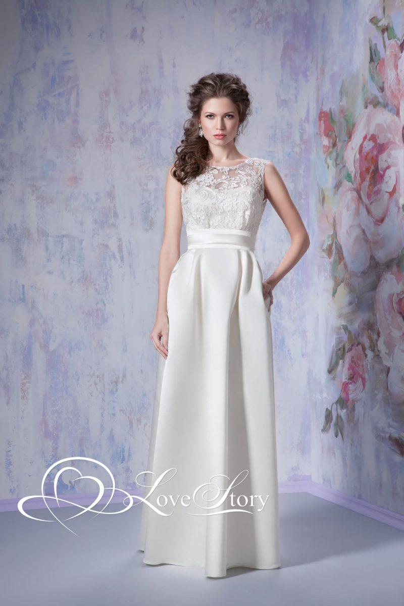 Прямое свадебное платье с кружевным декором лифа и эффектным широким поясом.