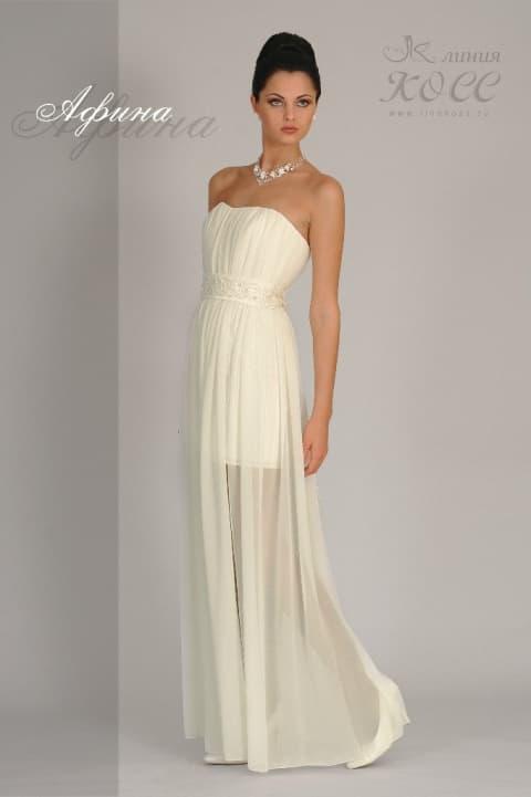 Ампирное свадебное платье с лифом в форме сердца и поясом с нежной вышивкой.