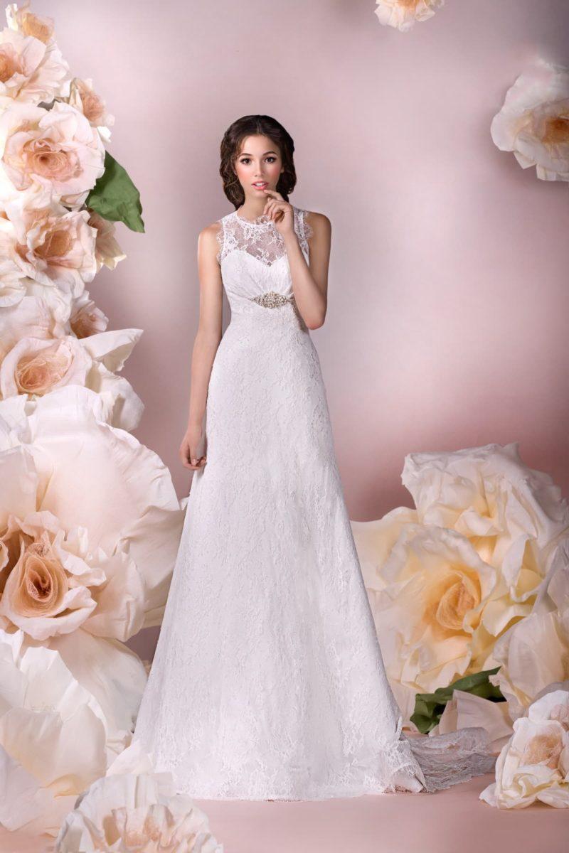 Свадебное платье «принцесса» с кружевным декором и бисерной вышивкой под лифом.