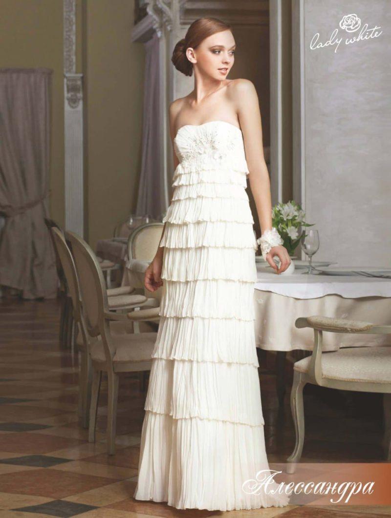 Ампирное свадебное платье с оборками по всей длине юбки.
