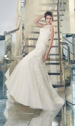 Кружевное свадебное платье «рыбка» с закрытым лифом и полупрозрачной вставкой на спинке.