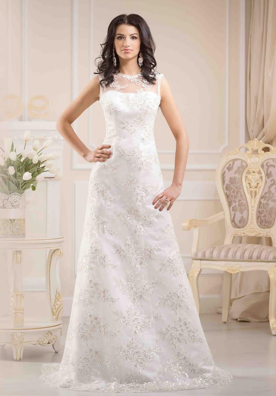 Свадебное платье «принцесса» с закрытым лифом и вырезом округлой формы под горло.