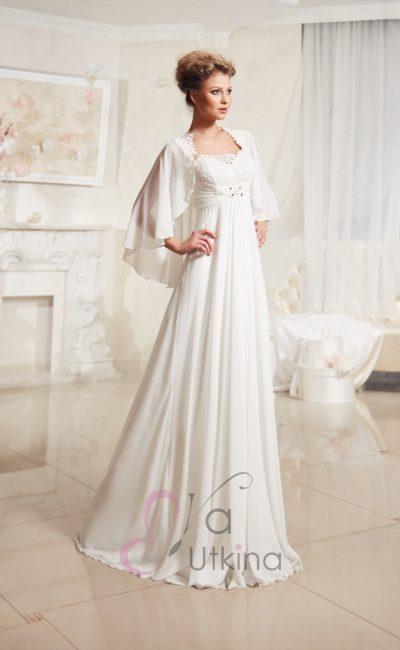 Утонченное свадебное платье в ампирном стиле, дополненное струящимся болеро.