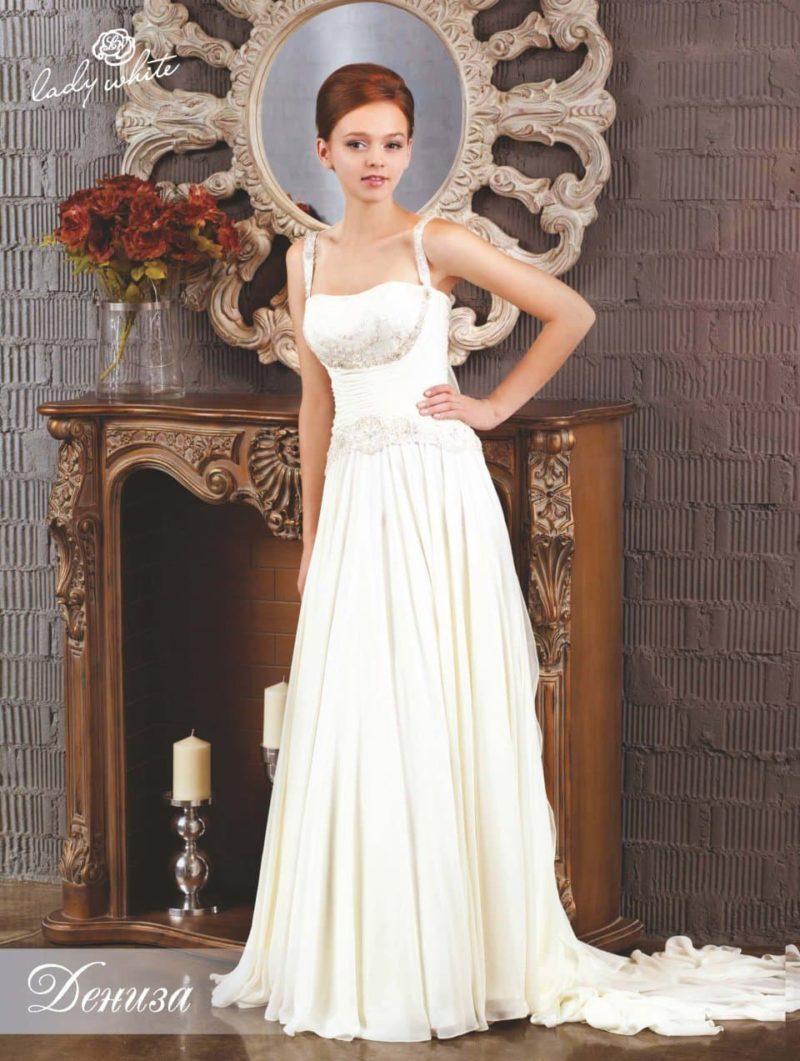 Прямое свадебное платье с серебристой вышивкой по корсету.