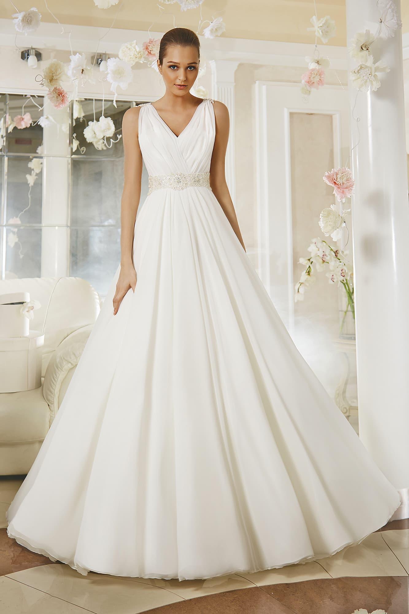 f5933b5b4a7 Свадебное платье «принцесса» с V-образным вырезом декольте и открытой  спинкой.