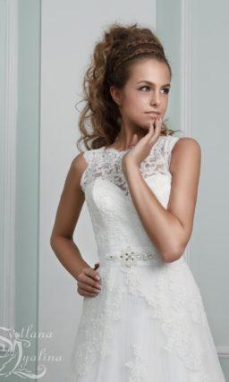 Кружевное свадебное платье женственного кроя «принцесса» со шлейфом.
