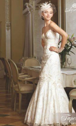 Элегантное свадебное платье А-силуэта с вышивкой.