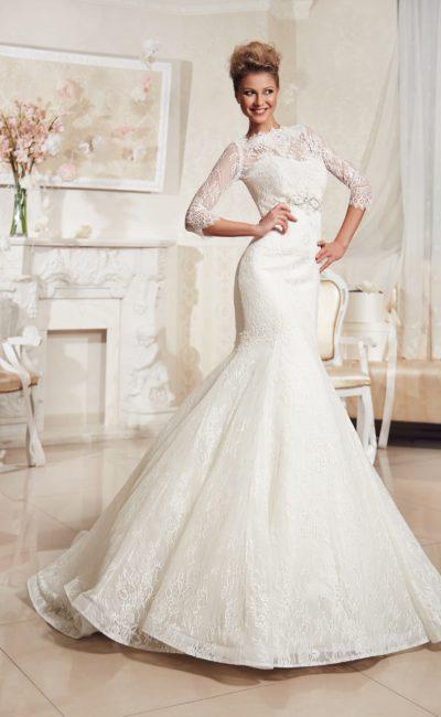 Изысканное свадебное платье «рыбка» с открытым лифом, который можно скрыть кружевным болеро.