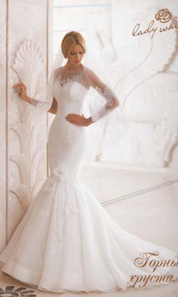 Романтичное свадебное платье «русалка» с объемной отделкой.