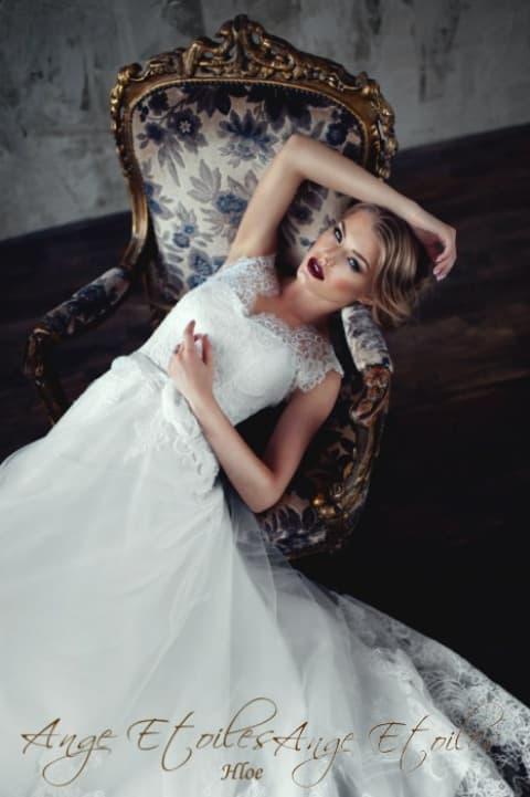 Нежное свадебное платье «принцесса» с широкими бретелями из тонкого кружева.
