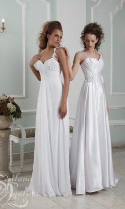 Прямое свадебное платье с объемной отделкой лифа и узкими бретелями.