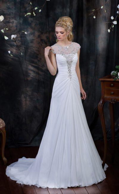 Облегающее свадебное платье с серебристой вышивкой бисером по закрытому верху.
