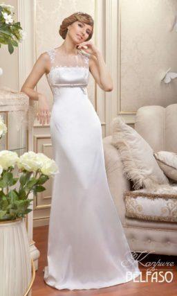 Стильное атласное свадебное платье с завышенной линией талии и тонкой вставкой над лифом.