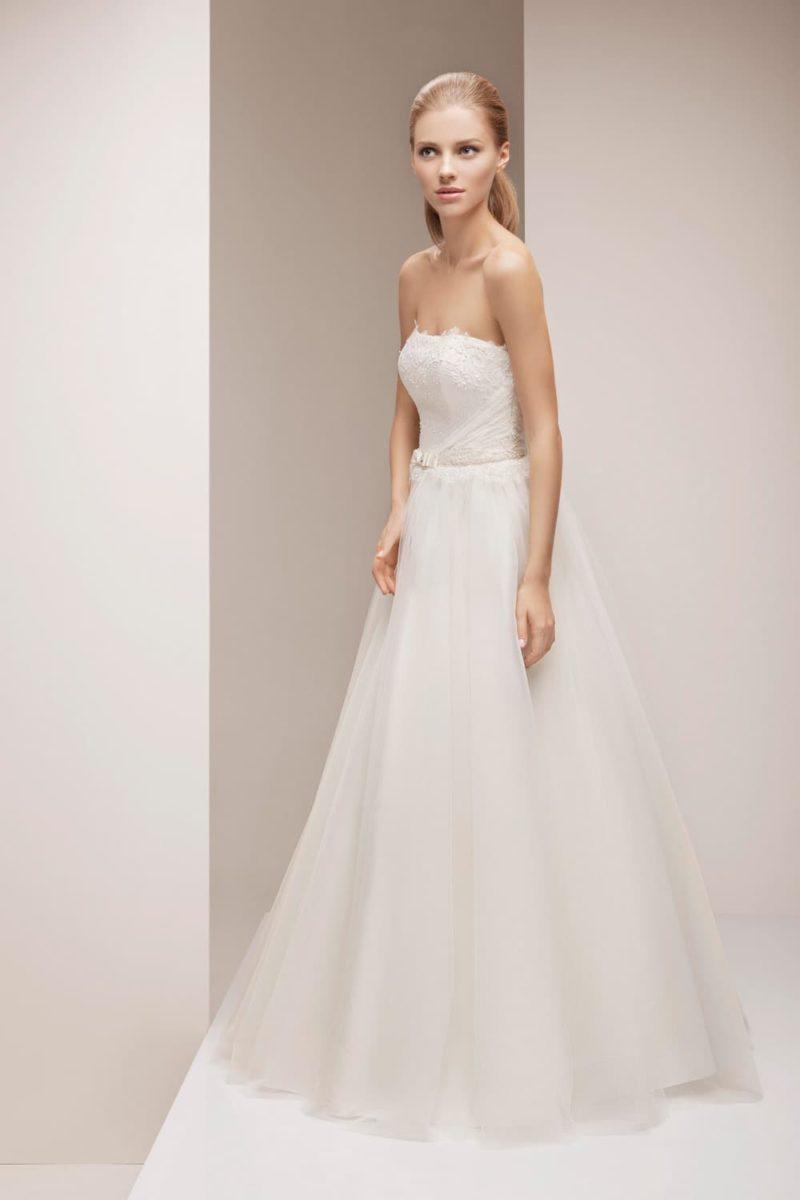 Свадебное платье «принцесса» с элегантным корсетом, в комплекте с кружевным болеро.