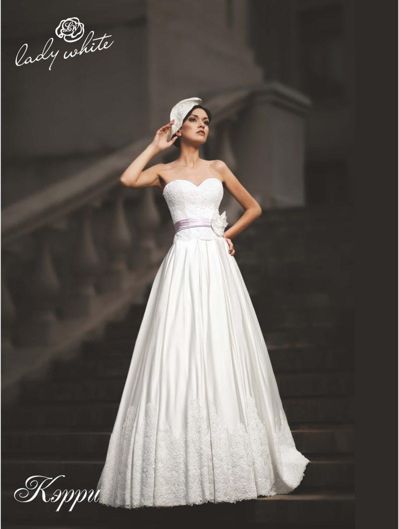 Пышное свадебное платье с атласной юбкой и лифом-сердечком.