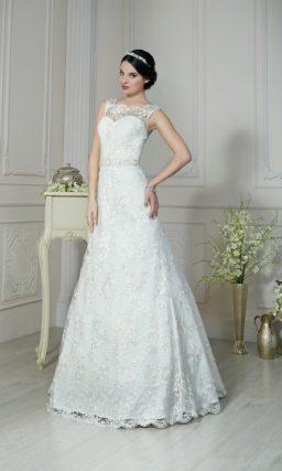 Изысканное свадебное платье «принцесса» с кружевной вставкой над глубоким вырезом сзади.