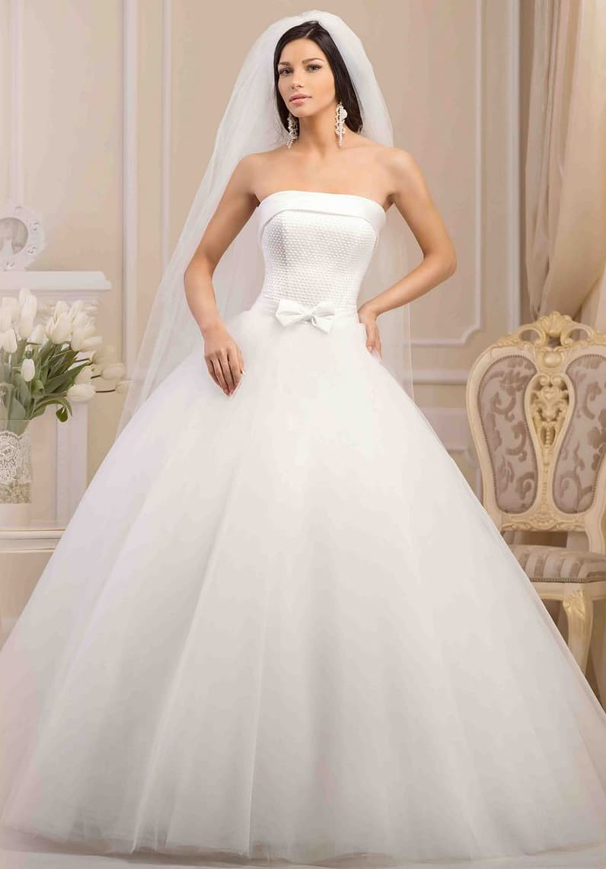 Оригинальное свадебное платье в традиционном стиле, с корсетом, декорированным бисером.