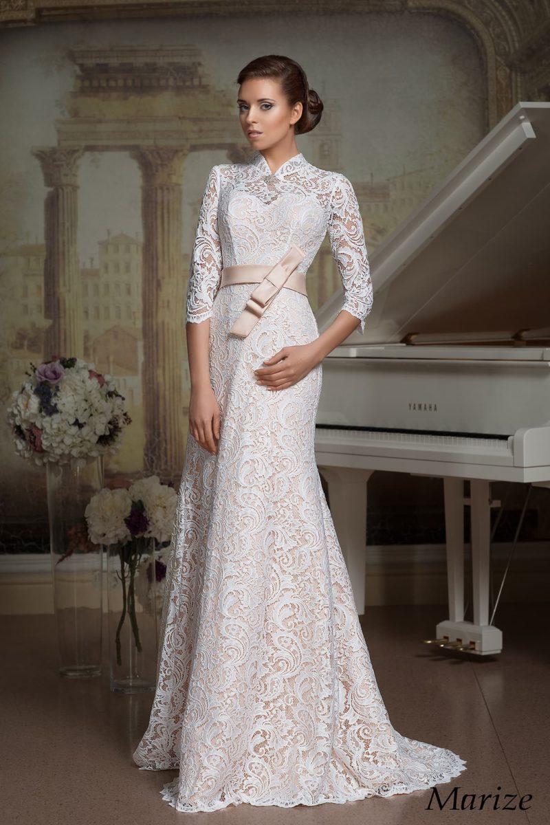 Нежное свадебное платье А-кроя с персиковой подкладкой под плотным белоснежным кружевом.