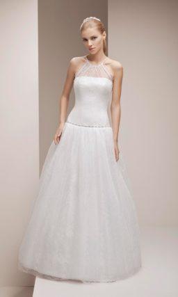 Кружевное свадебное платье с заниженной линией талии и округлым вырезом американской проймы.