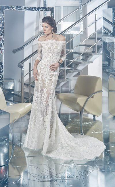Чувственное свадебное платье с подкладкой в тон кожи и драматичным портретным декольте.
