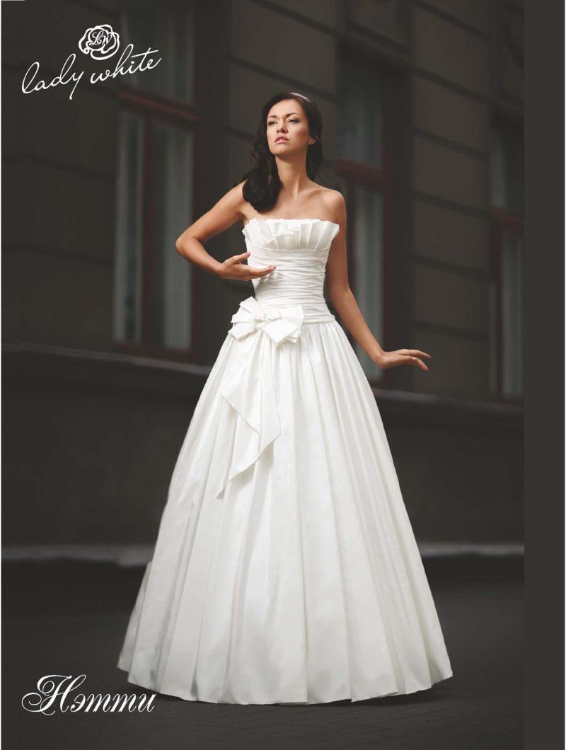 Атласное свадебное платье с открытым лифом прямого кроя.  Более 10000 платьев!