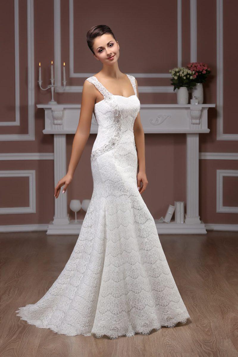 Кружевное свадебное платье «рыбка» с широкими бретельками над лифом в форме сердца.