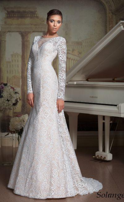 Деликатное свадебное платье «русалка» с длинными рукавами и нежной бисерной вышивкой.