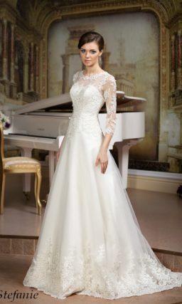 Свадебное платье «принцесса» с кружевной отделкой и изящными рукавами в три четверти.