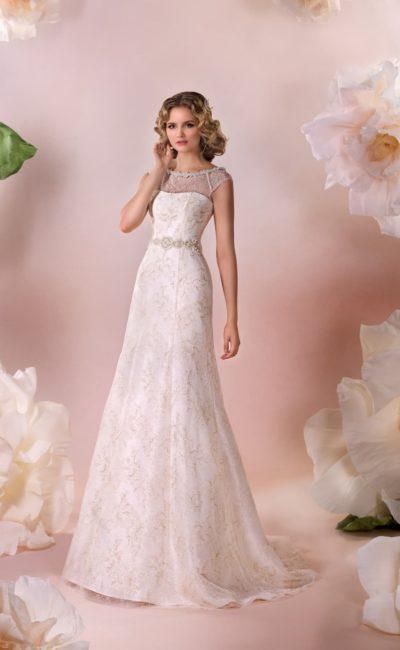 Кружевное свадебное платье «принцесса» с округлым декольте, украшенным по краю бисером.