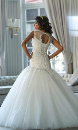 Великолепное свадебное платье «рыбка» с объемным низом и бисерной отделкой верха.