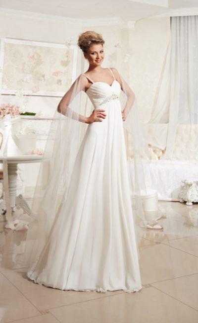 Ампирное свадебное платье с вышивкой на завышенной линии талии и изящными узкими бретелями.