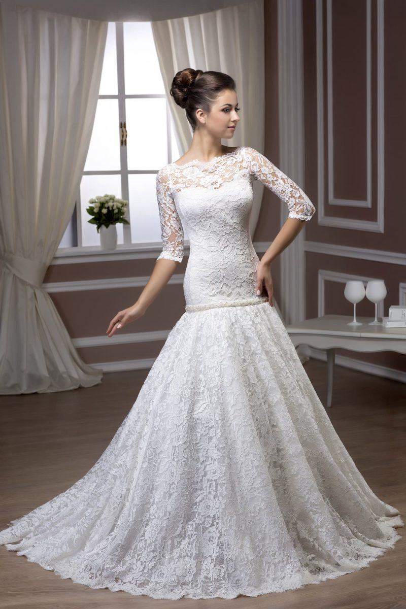 Кружевное свадебное платье с открытой спинкой и притягательной юбкой кроя «рыбка».