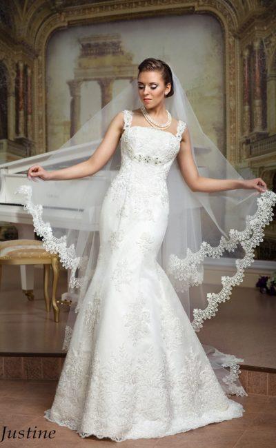 Оригинальное свадебное платье «рыбка» с атласной подкладкой и отделкой объемным кружевом.