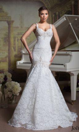 Фактурное свадебное платье «рыбка» с лифом в форме сердца, дополненным узкими бретелями.