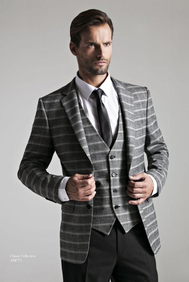 ▶▶Свадебный мужской костюм серого цвета с пиджаком в клетку и черным атласным галстуком ☎ +7 495 724 26 05 ▶▶ Свадебный центр Вега Ⓜ Петровско-Разумовская