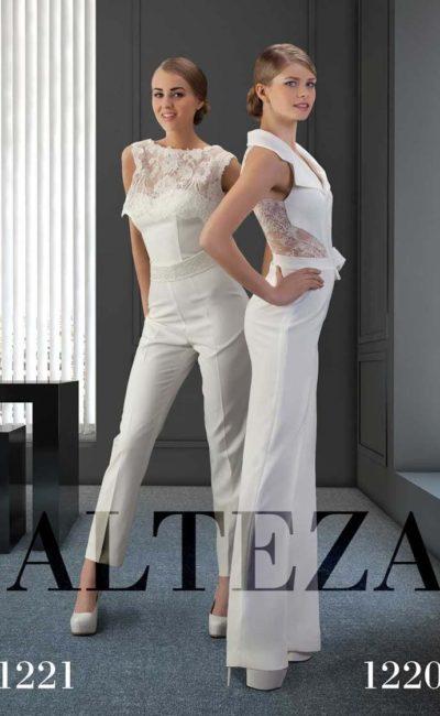 Свадебный костюм с прямыми брюками и глубоким V-образным вырезом.