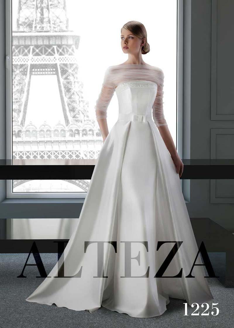 Пышное свадебное платье с полупрозрачной отделкой верха с рукавом ¾.