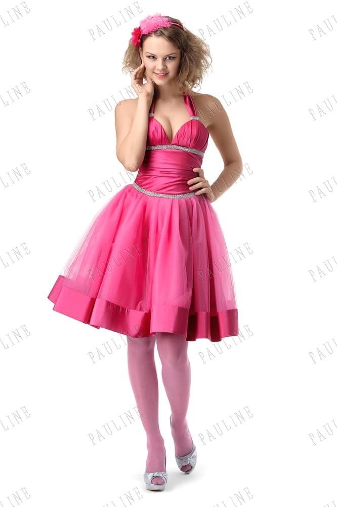 Розовое вечернее платье с бретелью халтер и лифом в форме сердца.
