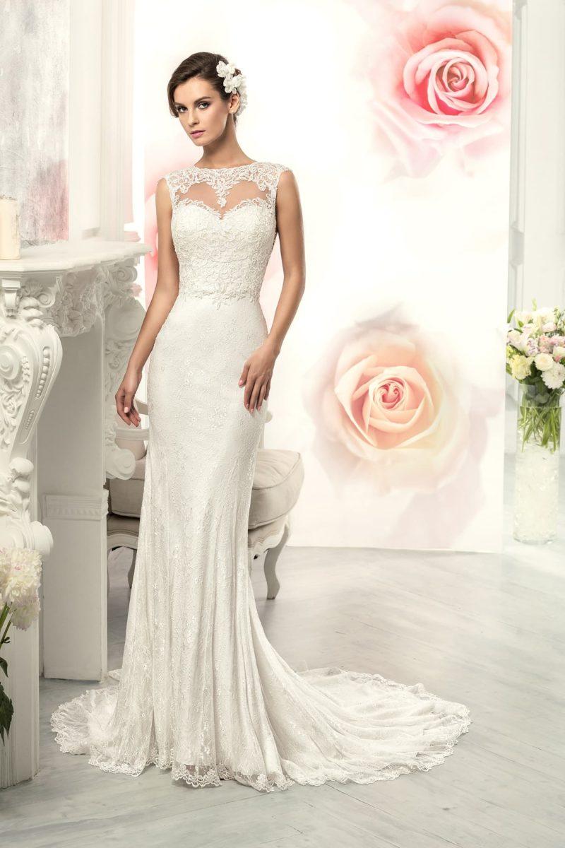 Свадебное платье «рыбка» с кружевным вырезом на спинке и тонкой вставкой над декольте.